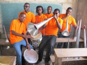 Partie des musiciens et des instruments acquis dans le cadre du projet